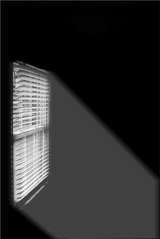 File:Sunlight to Dark Room.jpg