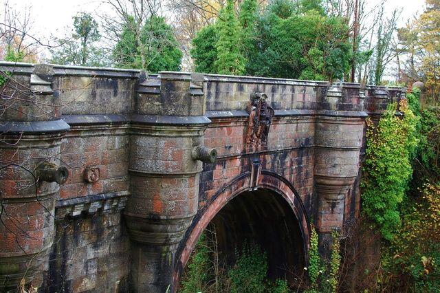 File:Overtoun bridge.jpg