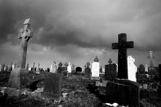 File:Connemara graveyard II.jpg