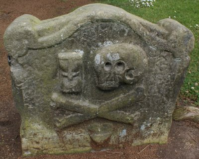 File:Photograph Skull and Crossbones Gravestone Old Churchyard Dollar Scotland.jpg