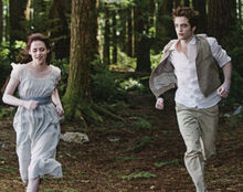 New moon edward bella running.jpg