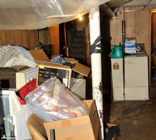 File:Castros basement.jpg