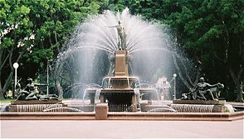 File:Archibald Fountain.jpg