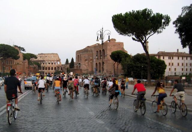 File:Critical Mass, Rome, July 29, 2005.jpg