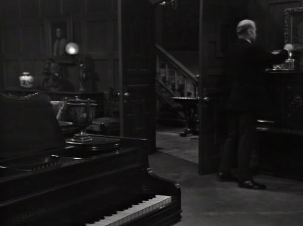 File:Collinwood piano showing the Chickering brand ep4.jpg