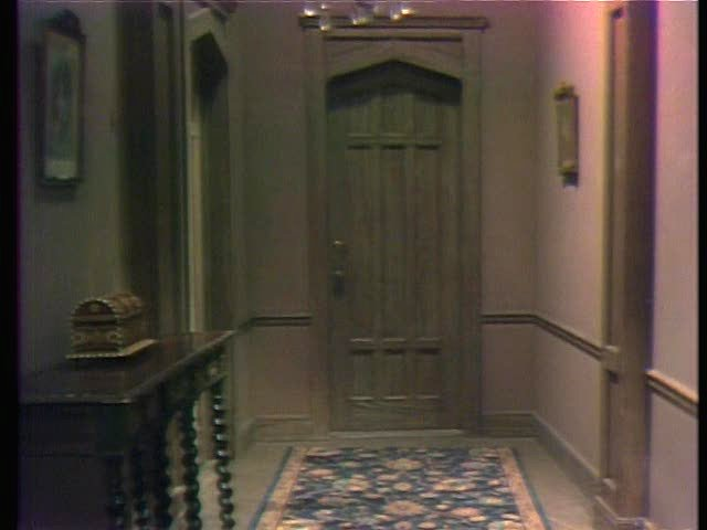 File:Collinwood-Hallway upstairs.jpg