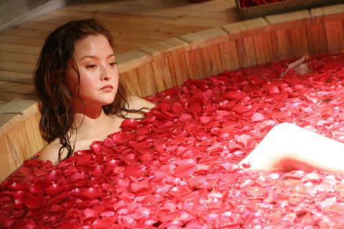 File:Kasumi petal bath.jpg