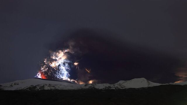 File:Ss-100419-volcano-lightning-06 ss full.jpg