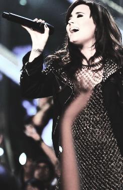 File:Demi-Lovato-2.png