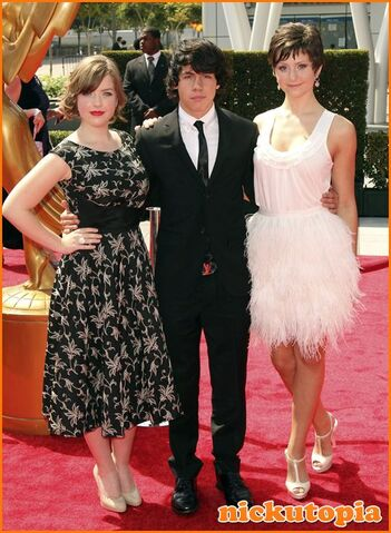 File:Degrassi-Cast-At-The-2011-Creative-Arts-Emmy-Awards.jpg