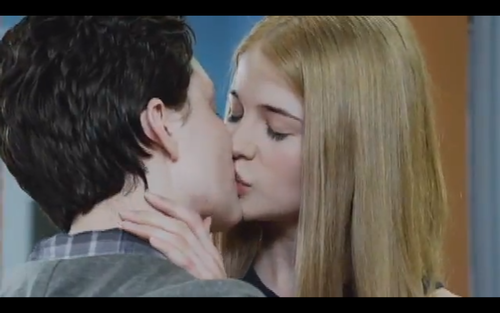 File:Becky kiss.png