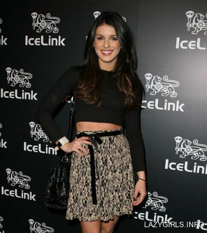 File:Shenae grimes icelink flagship store opening in la january 11th 2012 UCgGUpd sized.jpg