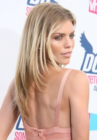 File:Annalynne-mccord-hairstyle.jpg