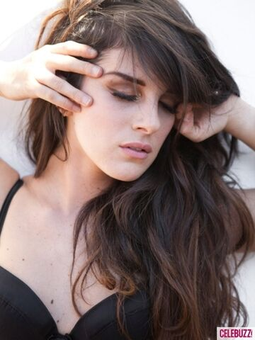 File:Shenae-Grimes-Hair-By-Kamaura-1-435x580 large.jpg