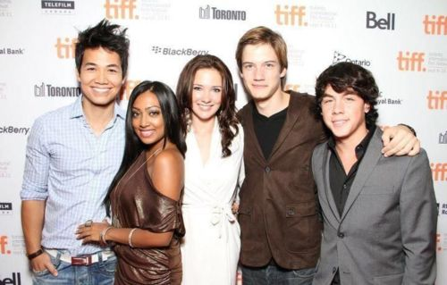 File:Some season 11 cast.jpg