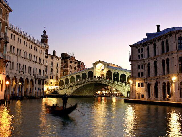 File:Rialto-Bridge-(Venice,-Italy).jpg