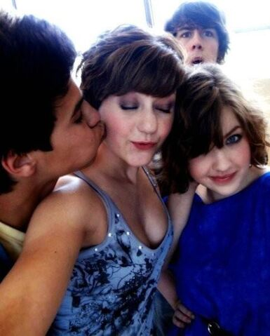 File:Aislinn luke jordyn and munro 1.jpg