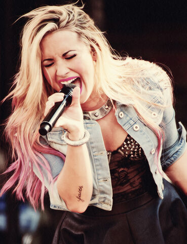 File:Demi-lovato-girl-long-hair-blonde-pink-beauty-tatto-fashion large.jpg
