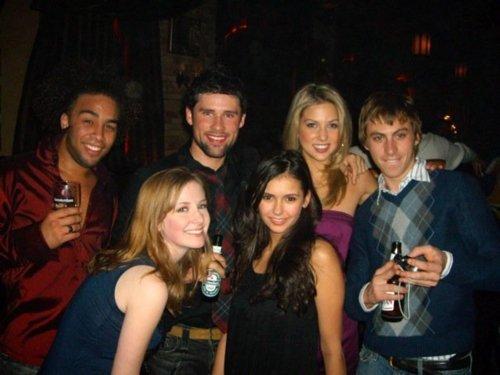 File:Season 7 people party.jpg