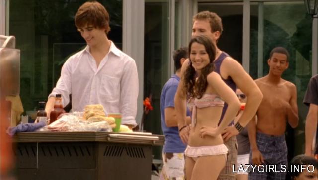 File:Annie clark bikini3 FYYHmyp sized.png