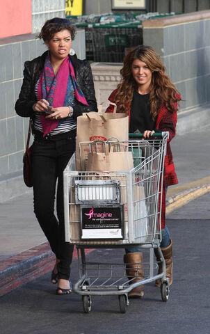 File:Shenae and sarah shopping cart.jpg