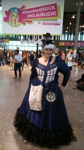 Datei:ComicCon Stuttgart Doctor Who.jpg