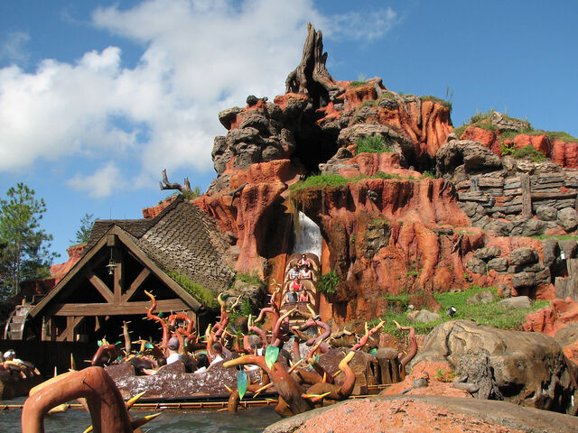 File:The coolest shot of Splash Mountain ever.jpg