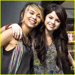 Selena Gomez & Hayley Kiyoko Eat To the Beat