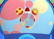 Mickey-saves-santa-disneyscreencaps.com-732