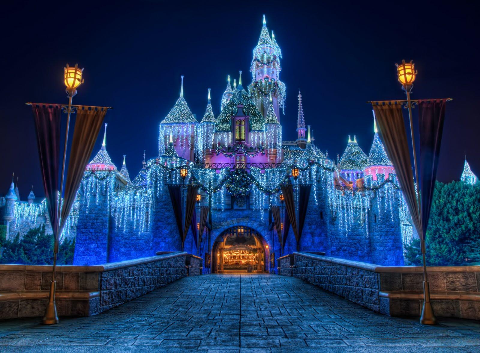 Image - Disneyland Christmas Castle.jpg | Disney Wiki | FANDOM ...