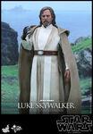 Hot-Toys-Star-Wars-The-Force-Awakens-Luke-Skywalker-Collectible-Figure