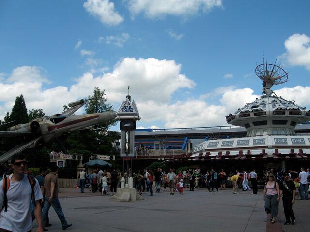 File:Star Tours at Disneyland Paris.jpg