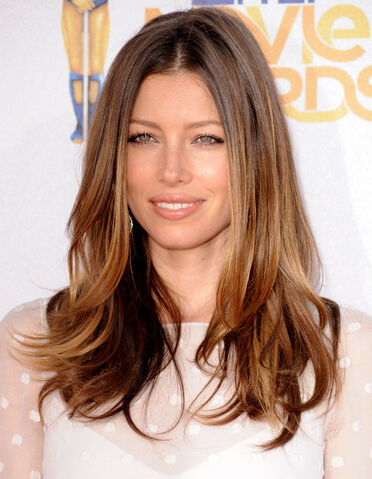 File:Jessica-Biel-at-MTV-movie-awards.jpg