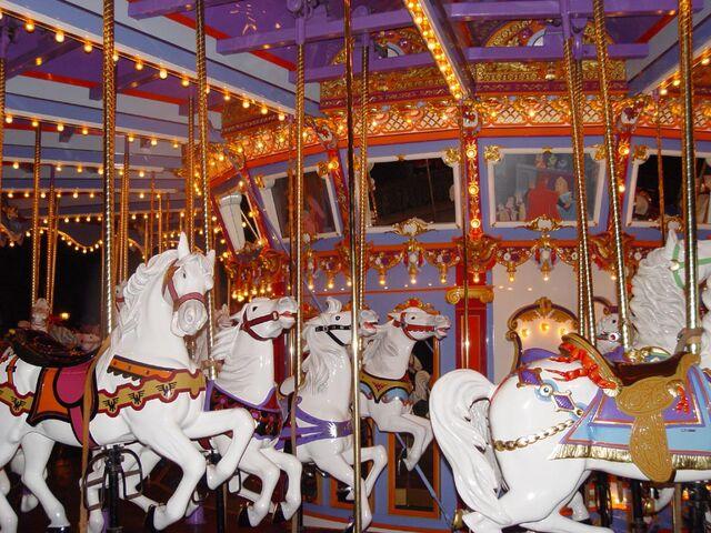 File:Carrousel.jpg