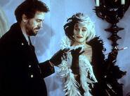 Cruella gives Jasper their payment