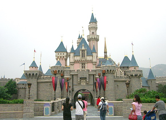 File:Hong Kong Disneyland's iconic Sleeping Beauty Castle.jpg
