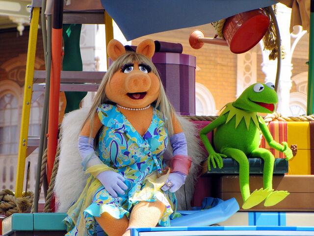 File:Disney'sHonoraryVoluntEarsCavalcade-PiggyKermit.jpg