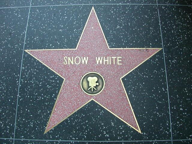 File:Snow White HWOF.jpg