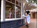 MickeyMouseinDisneylandFun