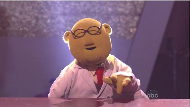 File:Dr. Bunsen Honeydew.jpg