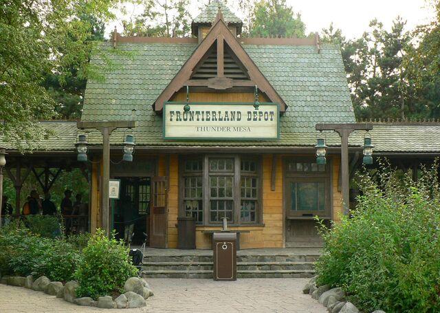 File:Disneyland Railroad Paris Frontierland Depot.jpg