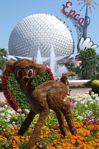 File:Topiary Bambi.jpg