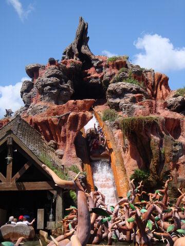 File:Splash mountain - magic kingdom.JPG