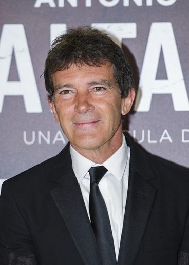 Antonio banderas doblaje wiki fandom powered by wikia - Reparador de baneras ...