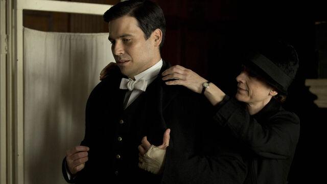 File:Downton-Abbey-5-6-Thomas.jpg