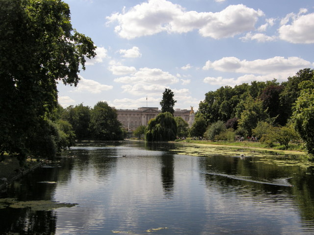 File:Buckingham Palace from St James's Park.jpg