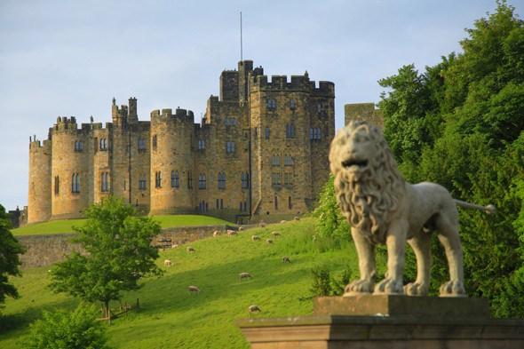 File:Alnwick-castle-1.jpg