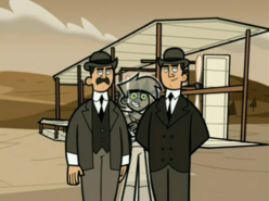 S03e02 Danny photo-bombs Wright brothers