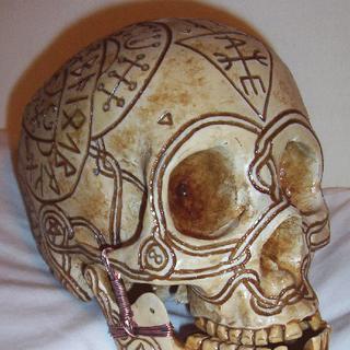 thumb|Bob the Skull with Runes, three-quarter turn