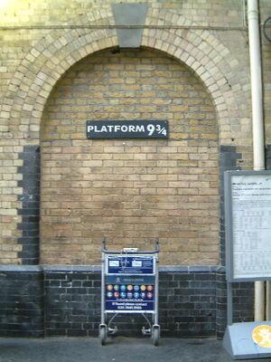 London kings cross platform 9 3-4